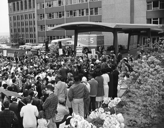 Outside Seattle City Hall, July 1, 1963. Bruce McKim, Seattle Times
